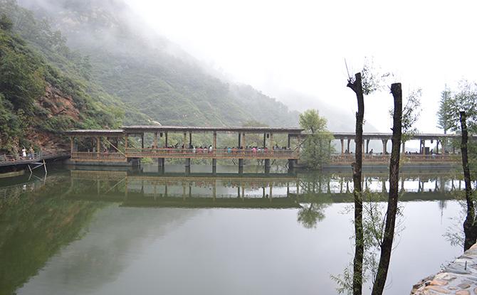 漫山花溪谷风景